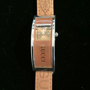 Vintage Gucci Women's Leather Band Watch